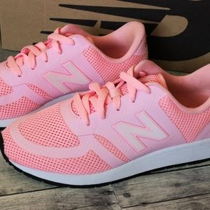 NWOT! New Balance 420 Re-Engineered